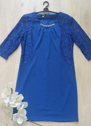 Платье  с гипюром и украшением