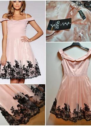 Оригинальное нежное платье с пышной юбкой и кружевными цветами