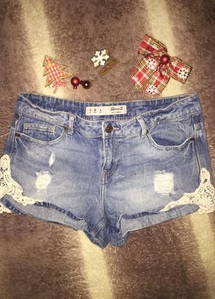 Нереально крутые джинсовые шорты  s\m   с кружевом по бокам  10\46