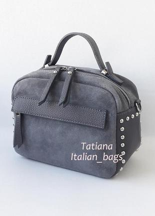 Классная замшевая сумка бочонок с кожаными вставками, серая. италия