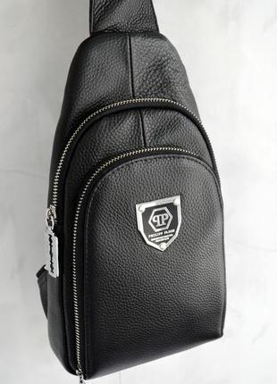 Сумка  слинг кожаная черного цвета, сумка через плечо