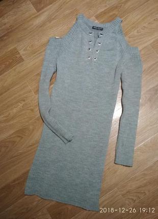Вязаное платье рубчик