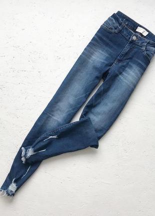 Скинни джинсы с рваностями