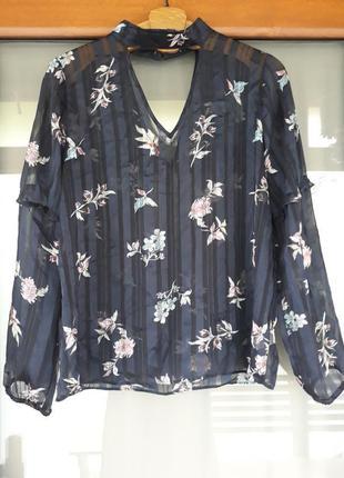 Крутая блузка с вырезом