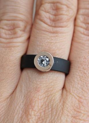 Серебряное кольцо с золотом капля белое каучук р.18,5