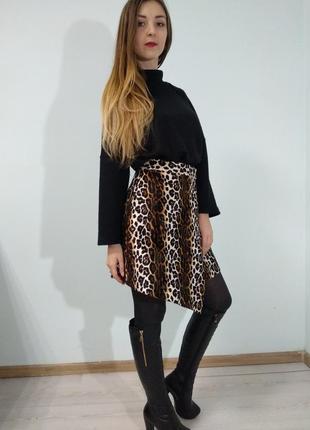 Меховая юбка на запах с леопардовым принтом