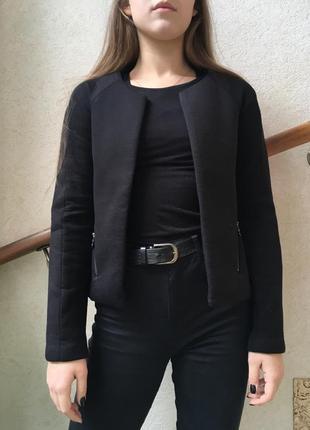Короткий пиджак reserved черного цвета