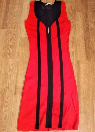 Облегающее яркое красное платье с черными вставками behcetti