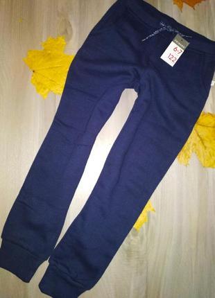122см 6-7р primark фірмові класнючі джогери спортивки на байці для дівчинки