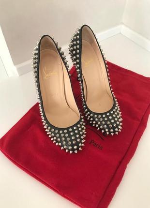Кожаные туфли с шипами spike heels 100 by christian loubouitin. оригинал.