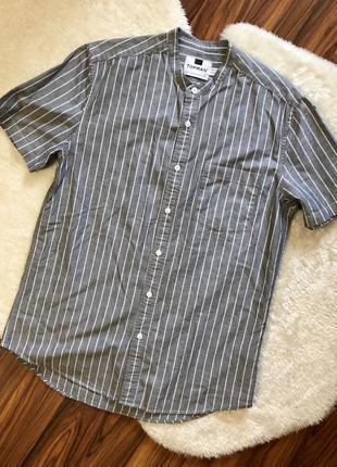 Стильная рубашка с коротким рукавом и воротником-стойкой