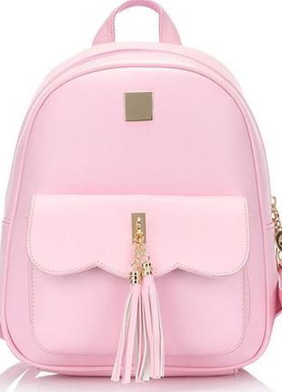 Рюкзак мини нежно-розовый однотонный кожаный с кисточкой брелком вместительный