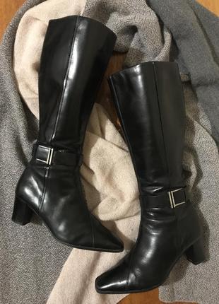 Удобные сапоги на среднем каблуке