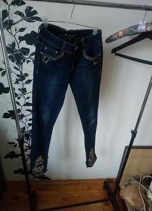 Крутые джинсы в камнях, стразах, с бисером