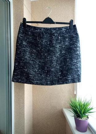 Красивая черная меланжевая юбка мини с декоративными карманами-змейками