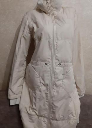 Зимнее бежевое легкое пальто-пуховик с капюшоном playlife, р.l