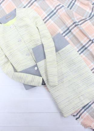 Шикарный твидовый костюм юбка миди желто-серого цвета