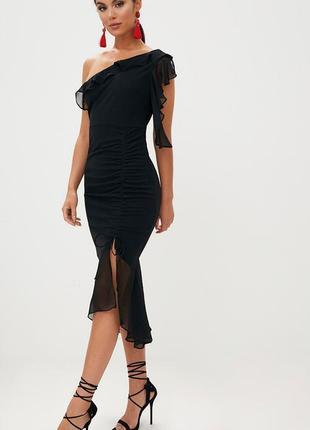 Розкішна сукня prettylittlething