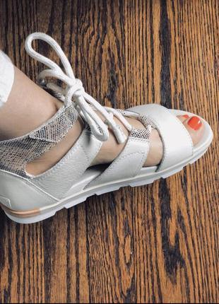 Кожаные босоножки sorel  . 42(28). 43р(29) сандали.