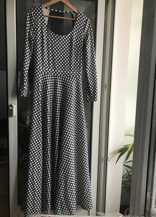Платье с прозрачной сеткой на спине