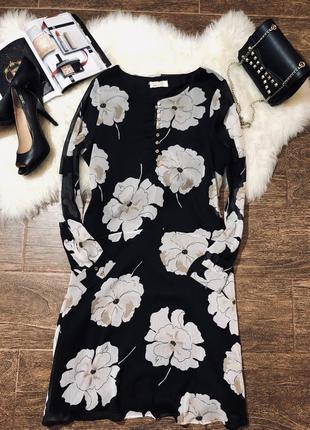 Красивое цветочное платье с длинным рукавом