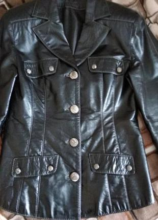Кожанная приталенная куртка -пиджак!