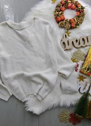 Актуальный объемный свитер с чокером №152