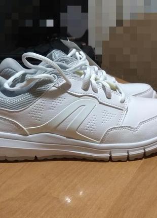 Білі кросівки newfeel
