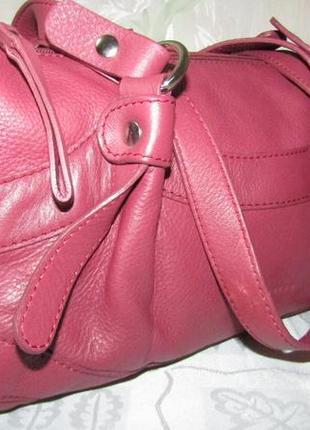 Эффектная , шикарная сумка 100 % кожа - coccinelle -