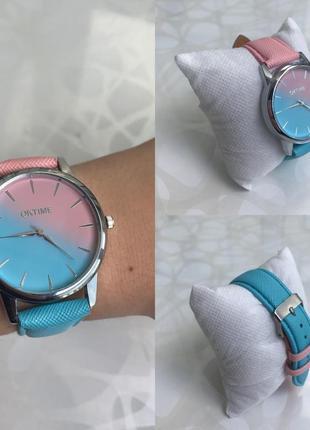Женские наручные градиентные часы розово-голубые oktime