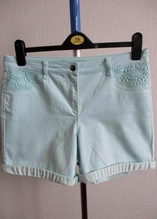 Очень красивые джинсовые мятные шорты с кружевом george
