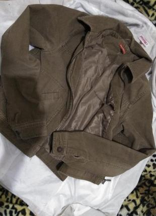 Трендовая коричневая куртка вельвет