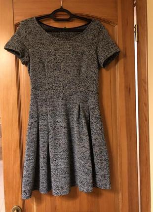 Платье теплое с коротким руковом