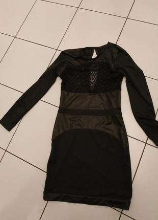Эффектное платье миди с сеткой и атласом