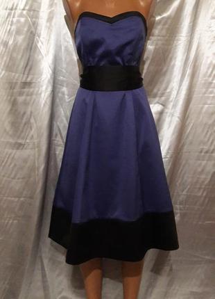 Фиолетовое корсетное платье с черной отделкой