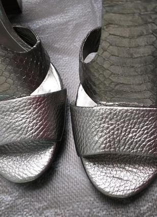 Bcbgmaxazria оригинал вечерние дизайнерские кожаные босоножки на широком каблуке4 фото