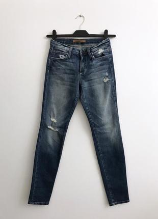 Зауженные джинсы скини