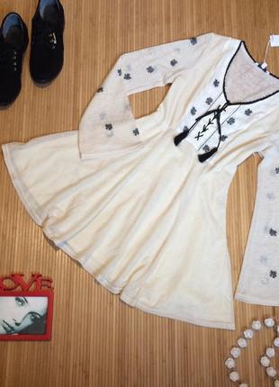 Очень красивое пудровое платье с вышивкой,размер m