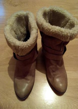 Зручні коротенькі чобітки з хутром