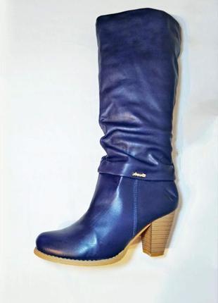 Карминно-синие сапоги на устойчивом каблуке lov'it