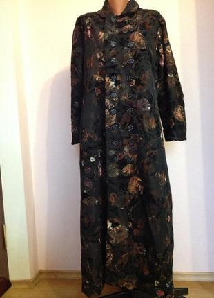 Длинное двубортное красивое пальто с бархатными цветами.hand made. xxl