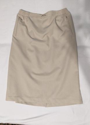 Женская светлая юбка