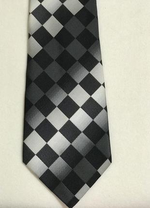 Огромный выбор красивых галстуков.