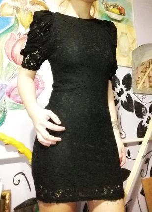 Кружевное платье с рукавами-фонариками