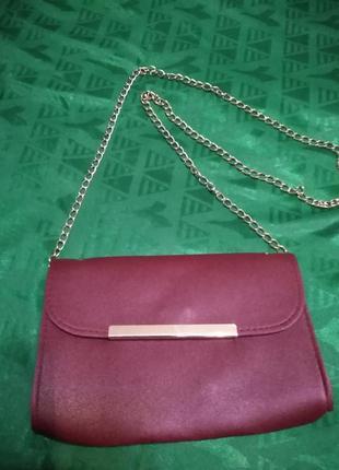 Бордовая сумка-клатч на цепочке матовая вечерняя.