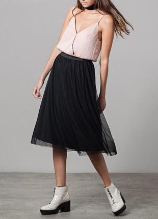 Шикарная фатиновая черная юбка миди из евросетки в горошек