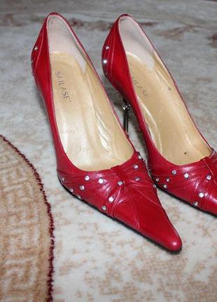 Жіноче шкіряне взуття в ідеальному стані р.39 11c381a35ecc2