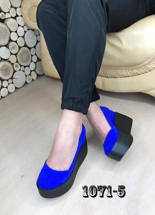 Замшевые туфли на maxi платформе синие