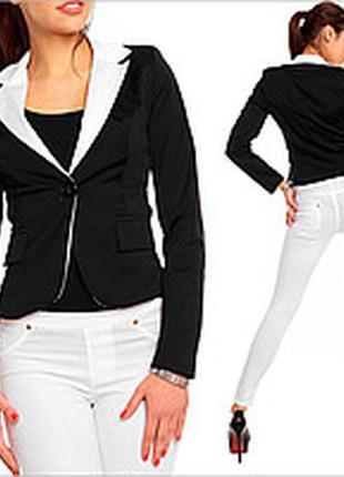 Короткий трикотажный жакет пиджак