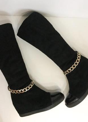 Сапоги замшевые casadei по колено чёрные лаковый носок с цепочкой на танкетке мех зима